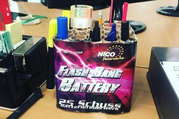 nico europe aktuelles flash bang battery als stifteköcher