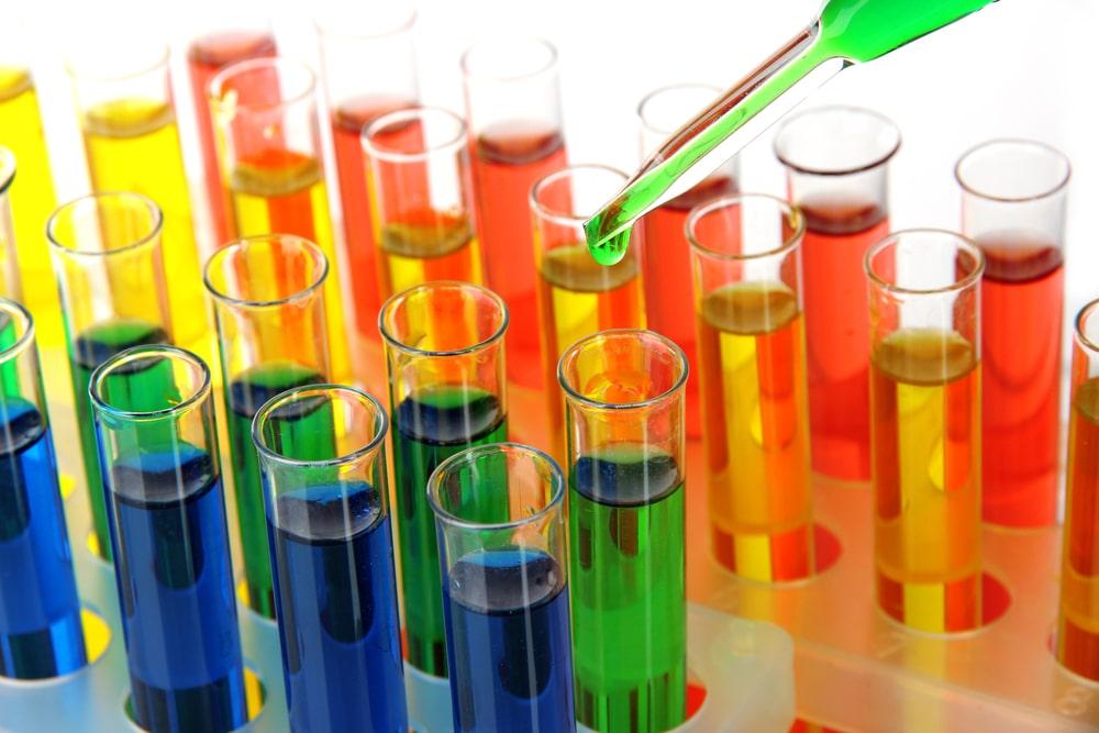 nico_europe_chemie_farben_in_reagenzgläschen