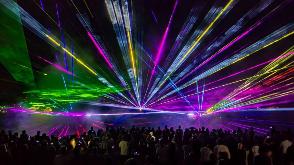nico europe unternehmen company hoffest 2016 summer party 2016 abschlussfeuerwerk mit lasershow und vielen begeisterten zuschauern