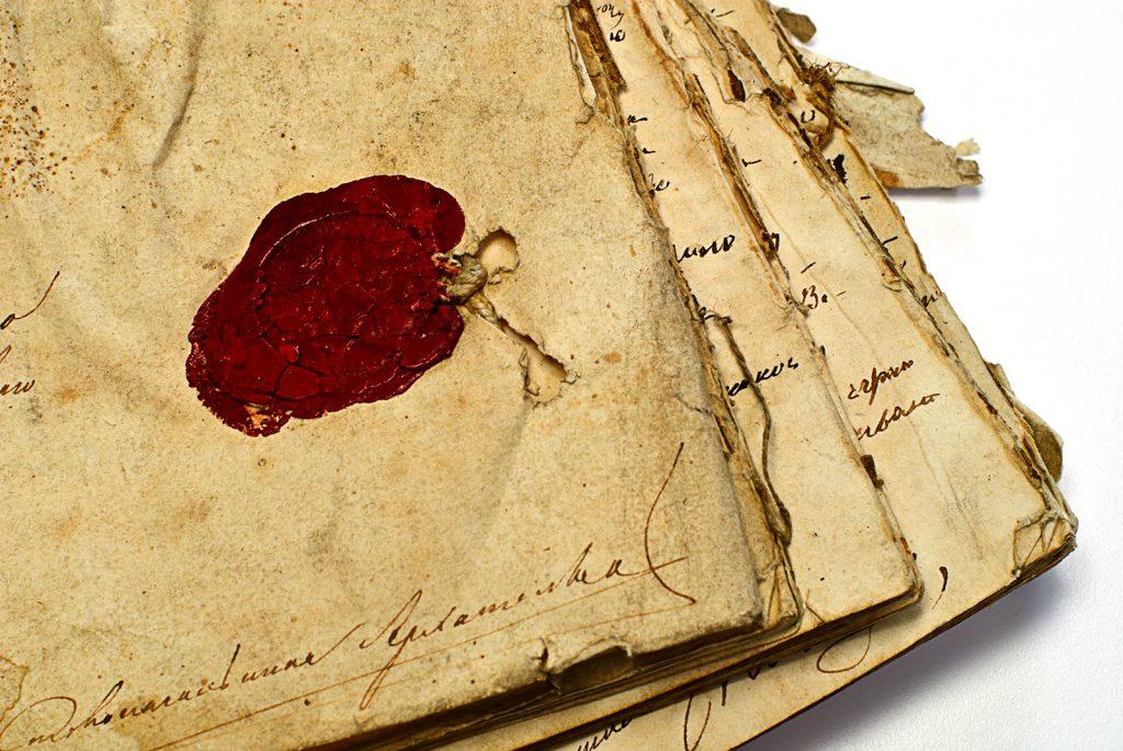 nico europe unternehmen company historie history rotes wachssiegel auf altertümlichen beschrifteten pergamentbögen