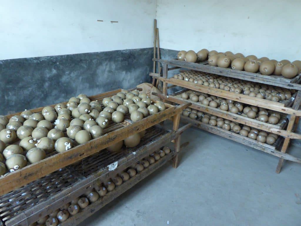 nico europe info herstellung regale mit kugelbomben verschiedener größen im lager
