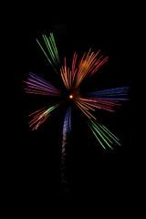 nico europe feuerwerke fireworks japantag japan day feuerwerkseffekt mit rot, grün, lila und blau