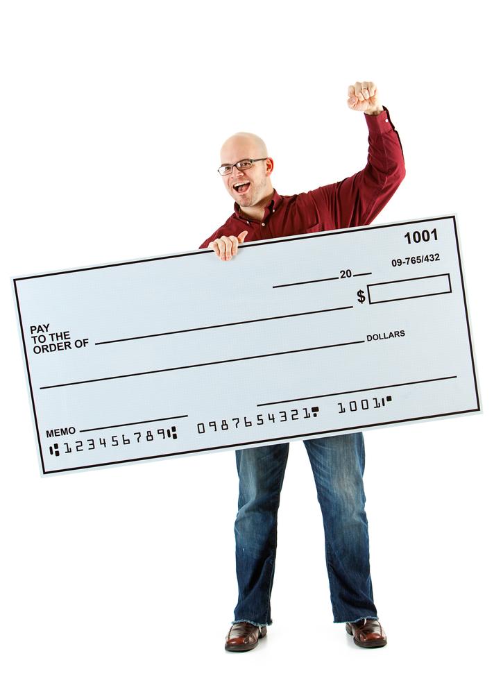nico europe unternehmen company soziales engagement social commitment charity ´jubelnder mann mit überdimensioniertem blanko scheck reckt faust in die luft