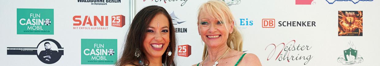 nico europe hoffest 2015 sliderbild bauchtänzerinnen vor sponsorenwand