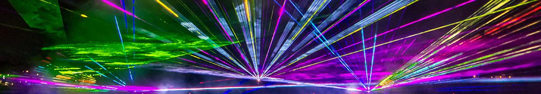 nico europe hoffest 2016 abschlussfeuerwerk lasershow mit pinken, blauen, grünen, gelben, orangenen, lilafarbenen und roten lasereffekten