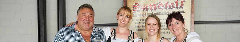 nico europe hoffest 2016 team von sponsor bendig's saustall in trachten gekleidet lächelnd nebeneinander