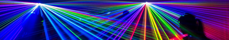 nico europe hoffest 2015 hofdisco lasereffekte in rot, orange, grün, gelb, blau, lila und türkis, tanzende menschen