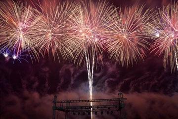 nico europe unternehmen feuerwerke liuyang creative musical fireworks competition bunte feuerwerkseffekte über silbernem aufstieg